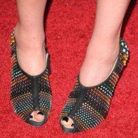 Adivina quién lleva estos botines...más jóvenes celebrities de fiesta con Nylon y en los Young Hollywood Awards