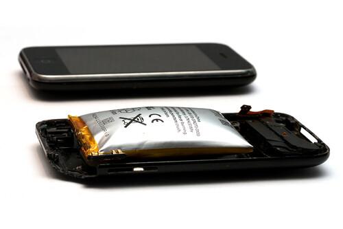La batería de mi móvil se ha hinchado: por qué pasa esto y qué hacer