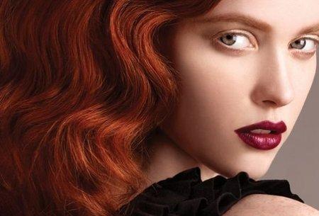 ¡Quiero burdeos en todos mis productos de maquillaje!