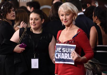 Una espectacular Helen Mirren lleva el #JeSuisCharlie a los Globos de Oro 2015
