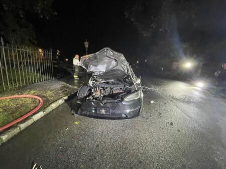 Uno de los primeros 250 Tesla Model S Plaid se incendia espontáneamente y deja atrapado al conductor brevemente