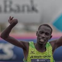 Un atleta paralímpico que hacía de liebre dio la sorpresa ganando la maratón de Barcelona