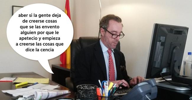 El cónsul español cesado no insultó a Susana Díaz: estaba haciendo coñas en un grupo de Internet