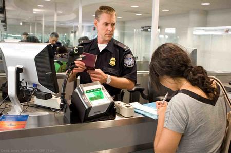 Una sentencia establece que es ilegal que registren tu móvil o portátil en la aduana de EE.UU. sin sospechas fundadas