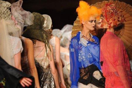 John Galliano Primavera-Verano 2011 peinado