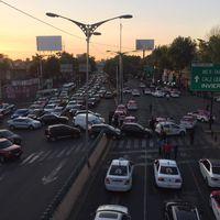 Taxistas vuelven a las calles contra Uber, aunque hubo enfrentamientos con policía ya tienen diálogo con CDMX