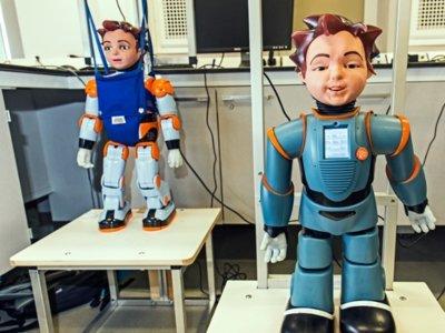 Este robot parecido a un niño se comporta como un niño y está listo para ser su profesor