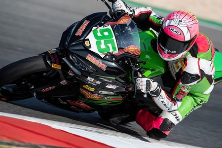Scott Deroue se lleva la victoria y el subcampeonato de Supersport 300 en Catar pese a los intentos de Carrasco
