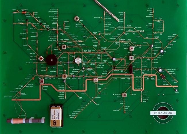 Esta radio es un plano del metro de Londres. O al revés.