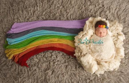 La preciosa sesión de fotos de un bebé arco iris