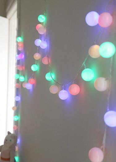 Hazlo tú mismo: guirnalda de luces led con pelotas de ping pong