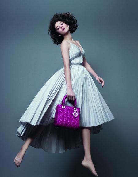 Marion Cotillard vuelve a protagonizar la campaña del mítico Lady Dior