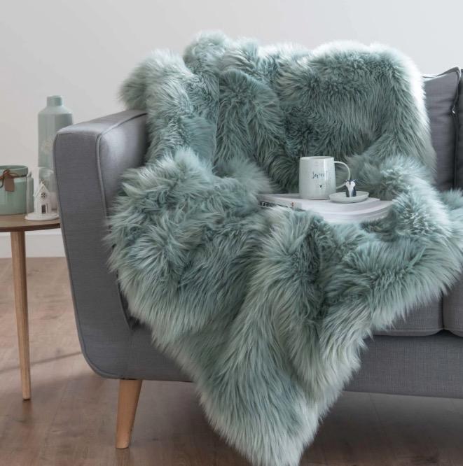 Manta de imitación a piel azul grisáceo 125x150