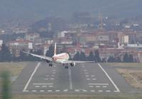 Aterrizaje abortado de un avión de Iberia en Bilbao