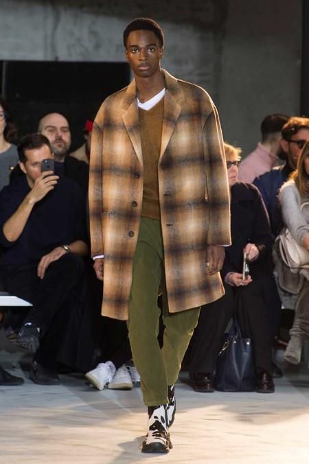 Clonados Y Pillados El Mejor Abrigo A Cuadros De Otono Lo Firma No 21 Pero Lo Puedes Encontrar En Zara 2