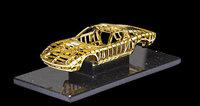 Y esto es un Lamborghini Miura de oro sin ruedas ni motor, por 83.000 euros
