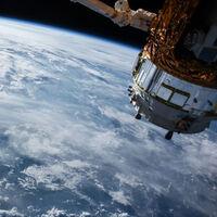 """China desarrolló un dispositivo para """"explotar"""" satélites sin generar escombros y que puede confundirse con un problema en un motor"""