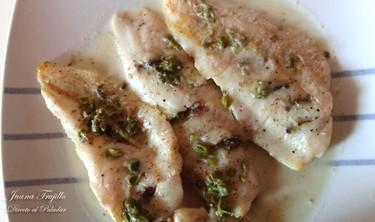 Filetes de pescado con anchoas en salsa de alcaparras