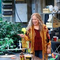 Netflix cancela 'Descolocados': la comedia de porros de Chuck Lorre no tendrá segunda temporada