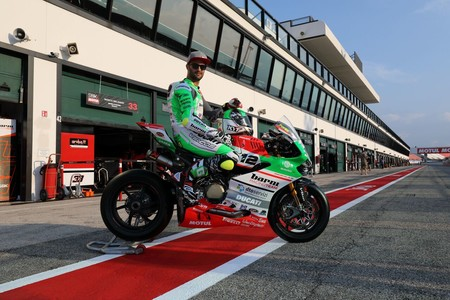 Xavi Forés y el Barni Racing lucen nuevos colores en San Marino en homenaje a Italia