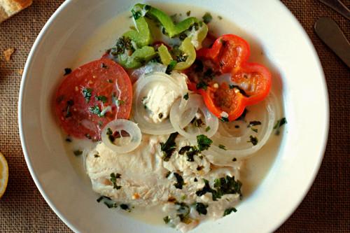 Moqueca de peixe o guiso de pescado: receta tradicional brasileña