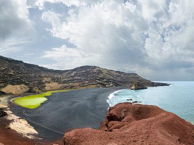 Descubre los increíbles colores de Lanzarote desde el aire