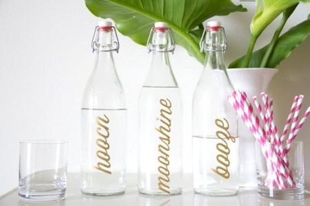 Hazlo tú mismo: etiqueta tus botellas con vinilos