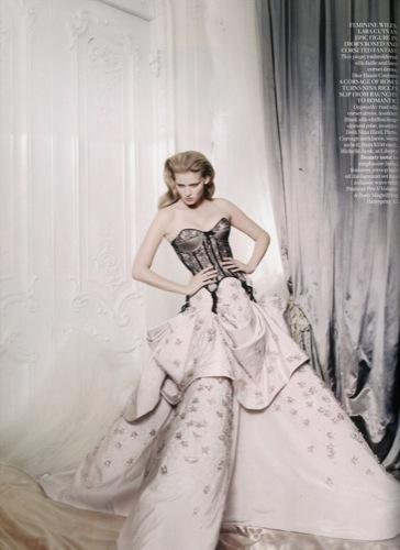 Lara Stone es la mujer del año para Vogue UK II