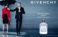 Simon Baker continúa siendo imagen de los perfumes de Givenchy