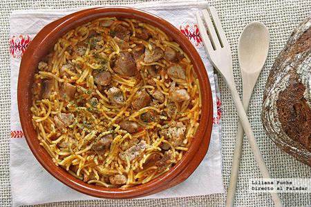 Fideos a la cazuela con carne de cerdo: receta tradicional