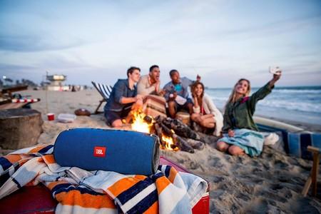Ideal para playas y piscinas, el altavoz portátil JBL Xtreme está en Amazon por 179,90 euros en rojo y en azul