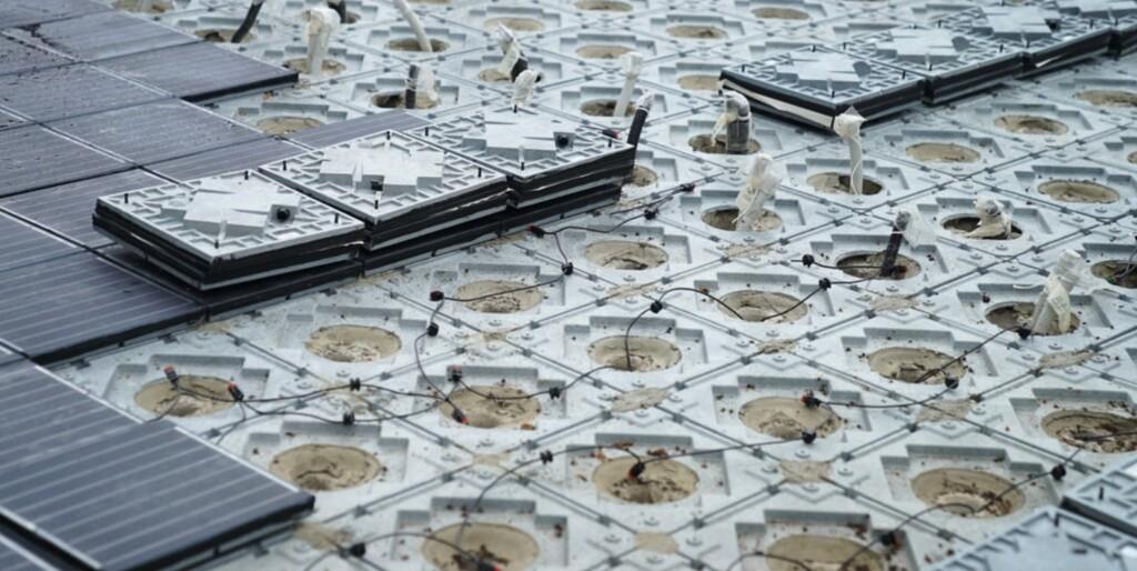 El primer pavimento con energía solar se instala en Barcelona: un suelo antideslizante y conectado a placas fotovoltaicas