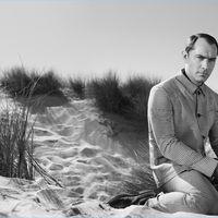 Primera imagen de la campaña primavera-verano 2017 de Prada con Jude Law como protagonista (y una portada de regalo)