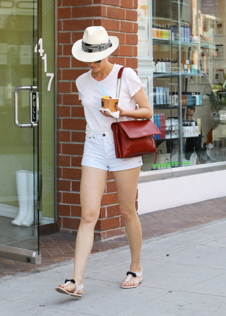 Diane Kruger blanco mini shorts