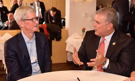 Tim Cook se reunió con el presidente de Colombia en el Apple Park para sellar compromisos en temas de educación