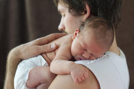 Se amplía a un mes el permiso de paternidad a partir del 1 de enero de 2017