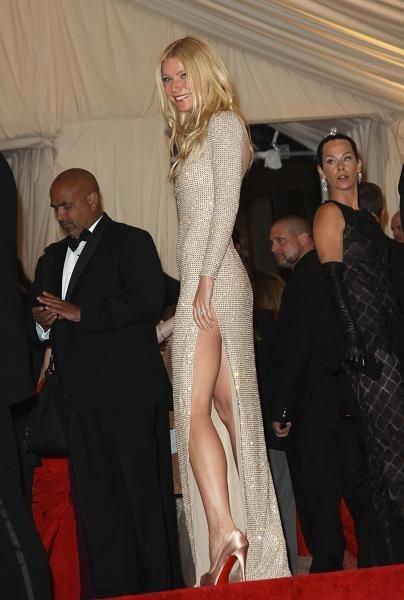 gwyneth vestido dorado