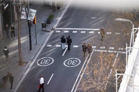 Más espacio para peatones y bicicletas y menos para coches: la movilidad posconfinamiento empieza a dibujarse