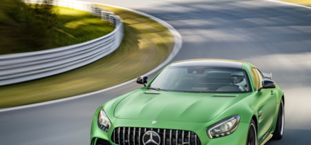 Mercedes-AMG GT R: el primo de zumosol del GT tiene hasta eje trasero direccional y aerodinámica activa