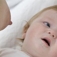 Mi bebé rechaza el pecho: posibles causas y soluciones