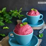 Cómo hacer helado de frutos rojos y yogur sin heladera