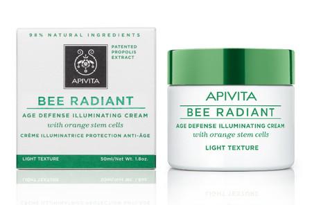 """Piel revitalizada con la nueva gama """"Bee Radiant"""" de Apivita"""
