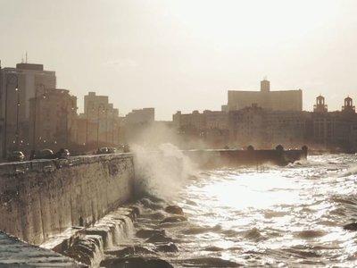Cuba, paseando la Habana Vieja y el malecón. Vídeos inspiradores