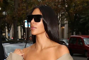 Después de una línea de ropa, un perfume y un app había una cosa que le faltaba a Kim Kardashian: un club de lectura