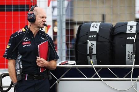 Adrian Newey admite que el cambio de neumáticos benefició a Red Bull