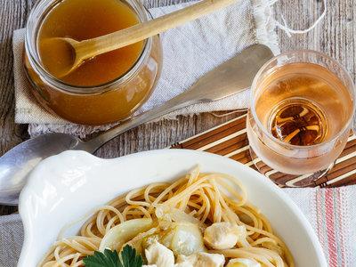 Espaguetis con pollo agridulce. Receta fácil