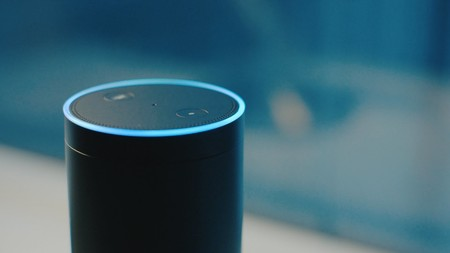 """""""Alexa, ¿me estoy muriendo?"""": Amazon y Reino Unido se alían para que su asistente ofrezca respuestas sobre salud"""