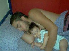 Un estudio afirma que dormir con los hijos beneficia su desarrollo