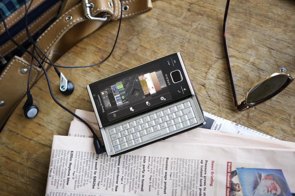Foto de Sony Ericsson finalmente presenta el Xperia X2, versión plateada (1/6)