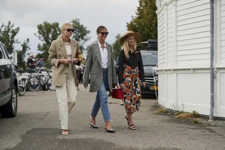 Las calles de Copenhagen lo tienen claro: este otoño vestiremos con blazers masculinos (y cinco tallas más grandes)